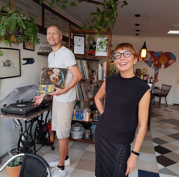 """Bistro Árbol in Puerto del Carmen prijkt bij Tripadvisor in de top 3 van beste lokale restaurants. Miet en Davy: """"Onze vegetarische keuken valt ook bij niet-vegetariërs in de smaak."""""""