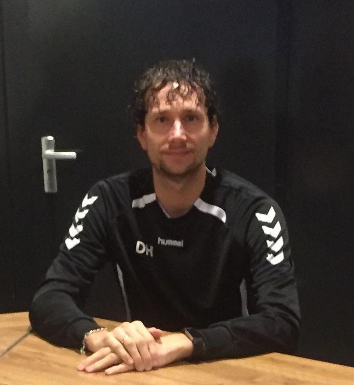Trainer Daniël Holtman blijft zeker nog een seizoen bij VV Heerde.