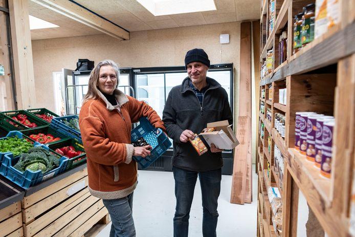 De nieuwe winkel van Tuinderij de Es in Haaren wordt gerund door Daniëlla de Winter en Bart Pijnenburg