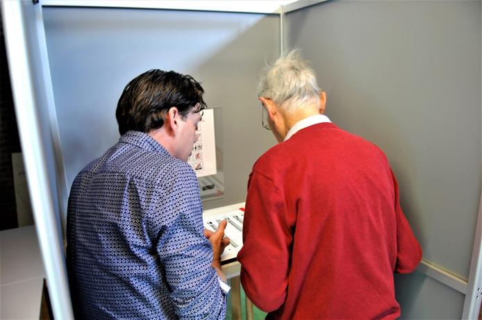 De blinden krijgen nog een instructie hoe ze moeten stemmen