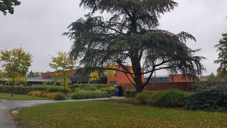 Het psychiatrisch centrum Bethanië ligt vlakbij de sociale woningblok.