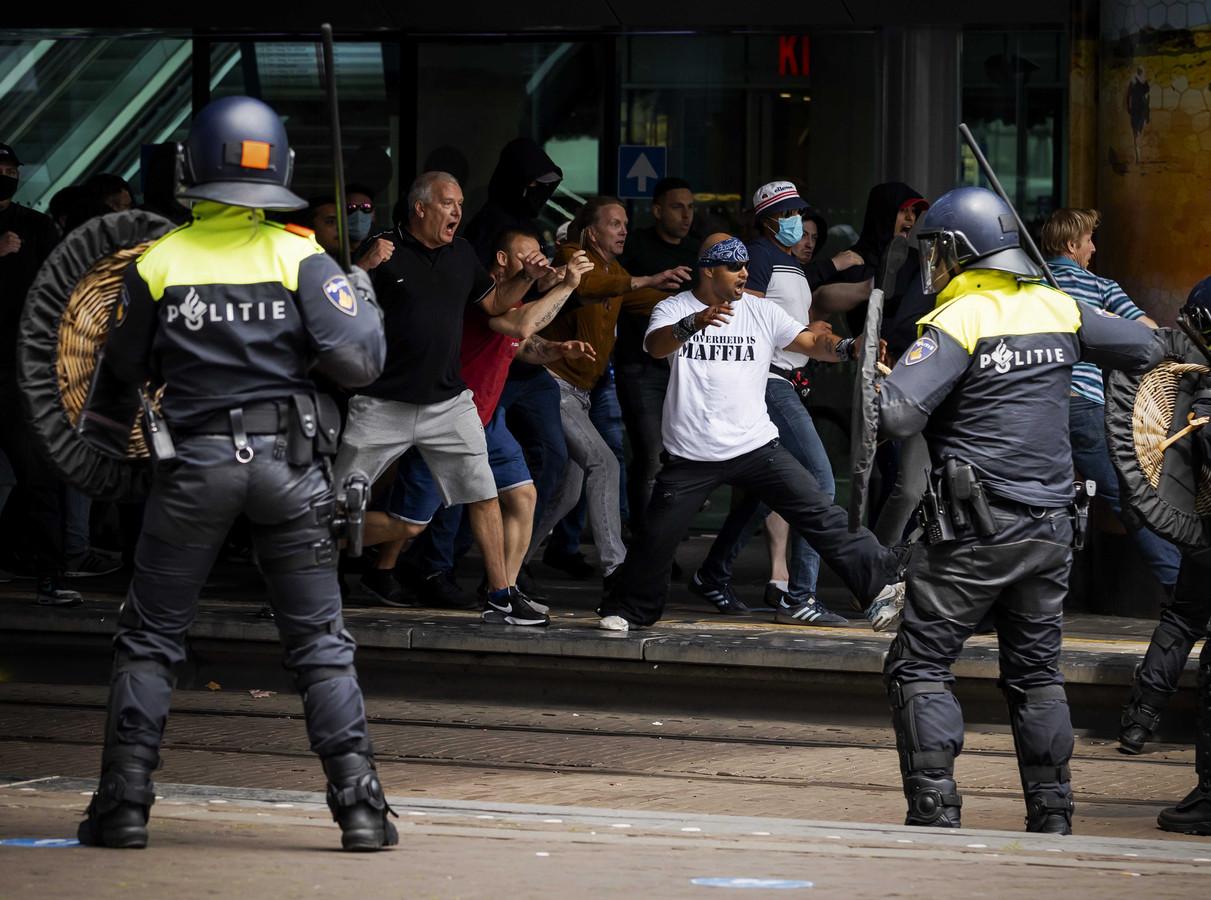Demonstranten zochten eerder al de confrontatie met agenten.