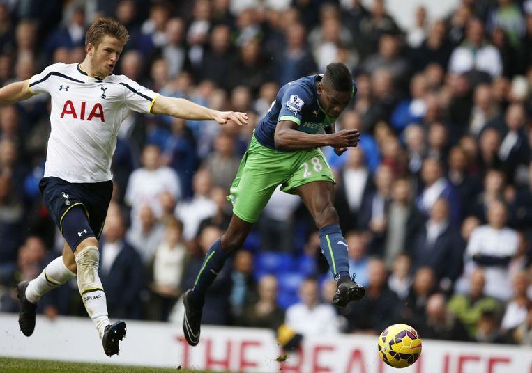46': Dier in de rug gepakt door de pas ingevallen Sammy Ameobi: 1-1 en Tottenham plots nergens meer. Beeld PHOTO_NEWS