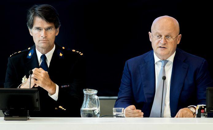 Korpschef Erik Akerboom en minister Ferd Grapperhaus van Justitie en Veiligheid.