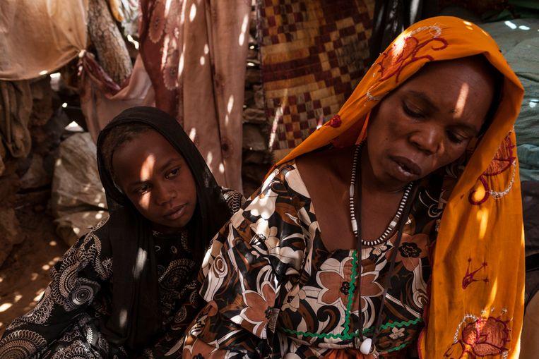 De gevluchte Munira Mohamed Ali Ataip en haar elf jaar oude dochter in 2015.  Beeld Adriane Ohanesian