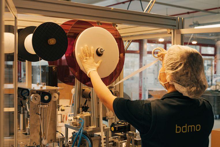 BDMO-Ducaju is een van de elf Belgische mondmaskerproducenten. Beeld Illias Teirlinck