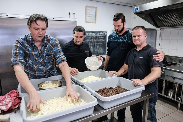 Aan het werk in de keuken van De Stadskamer in Doetinchem.