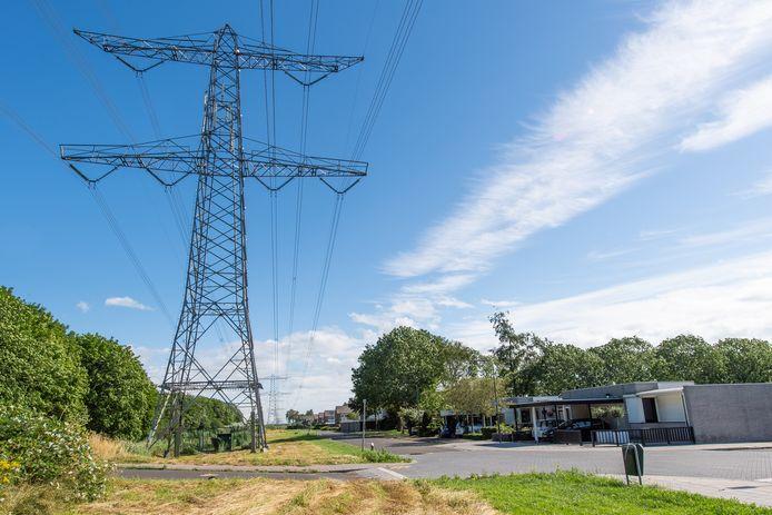 De 150 kV-hoogspanningslijn in de Passendalestraat staat dicht op de huizen.
