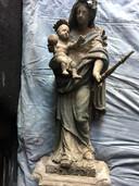 Het Mariabeeld van Adegemstraat 25 voor restauratie.