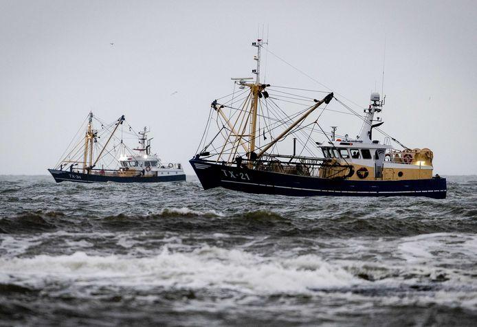 Met man en macht werd gezocht naar de vermiste Urker vissers.