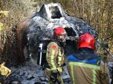 Brand in reddingssloep in bossen Neerkant waarschijnlijk aangestoken, eigenaar wilde er schuurtje van maken