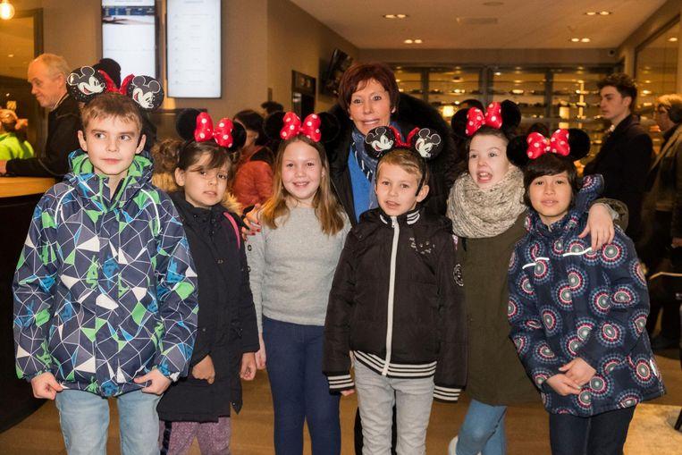 Jacky Lafon en de kinderen zijn klaar voor de uitstap naar Disneyland.