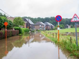Halle haalt beschadigde spullen na wateroverlast gratis op