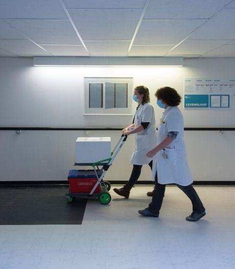 Ziekenhuis Rivierenland kampt met zorginfarct: 'Een vierde golf kunnen we niet aan, laat je daarom vaccineren'