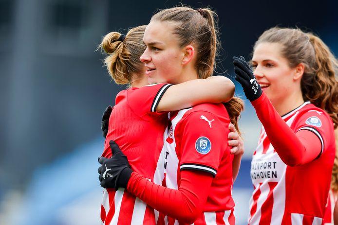 PSV-aanvalster Romée Leuchter viert haar treffer, die de winnende bleek tegen PEC Zwolle.