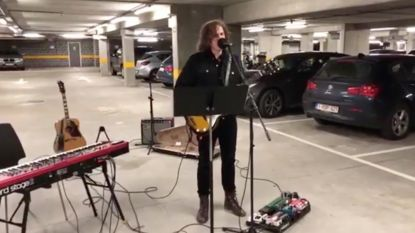 Zien: Jasper Steverlinck covert Rag'n'Bone Man in parkeergarage