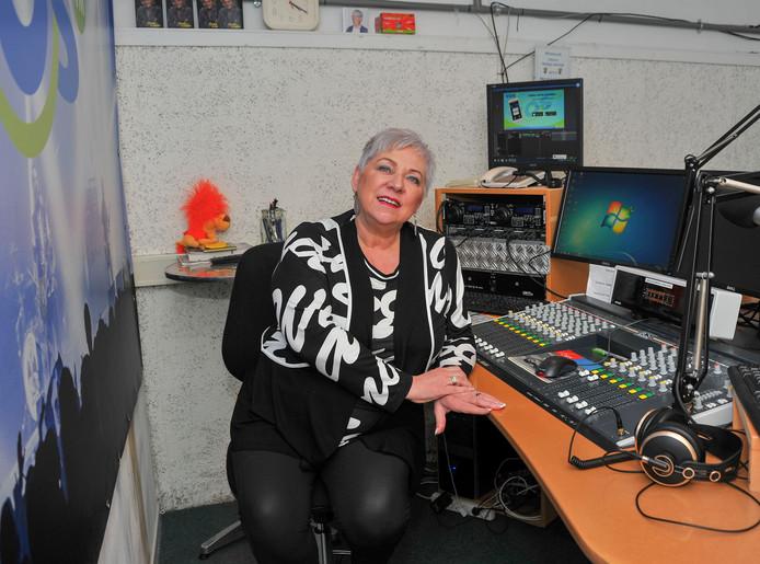 Voorzitter Hanneke Deen van de VOS.