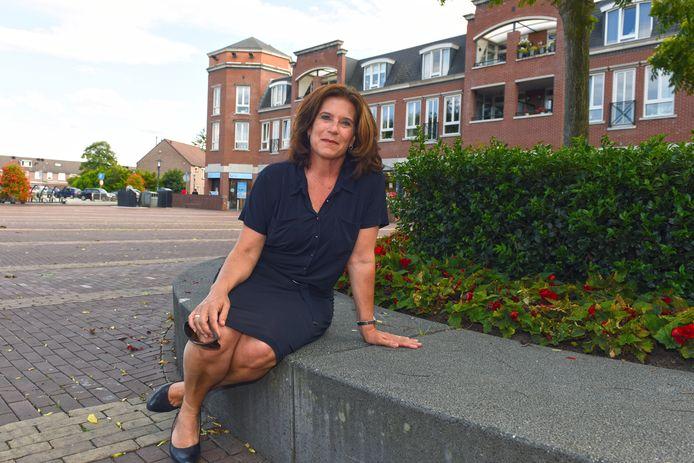 Wethouder Ariane Zwarts op het Wilhelminaplein in Rijen ligt zwaar onder vuur. In een rapport stelt de rekenkamer dat zij is tekortgeschoten bij de invoering van het vuilnisinzamelingssysteem.
