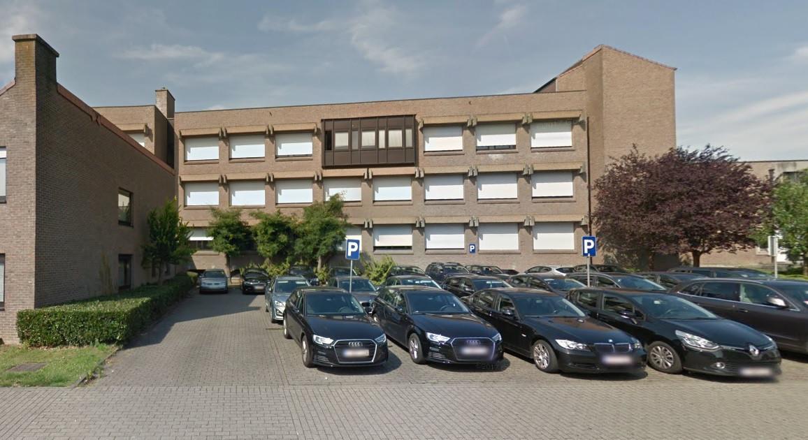 Het 'gebouw van de belastingen' in de Bevrijdingslaan in Ninove.