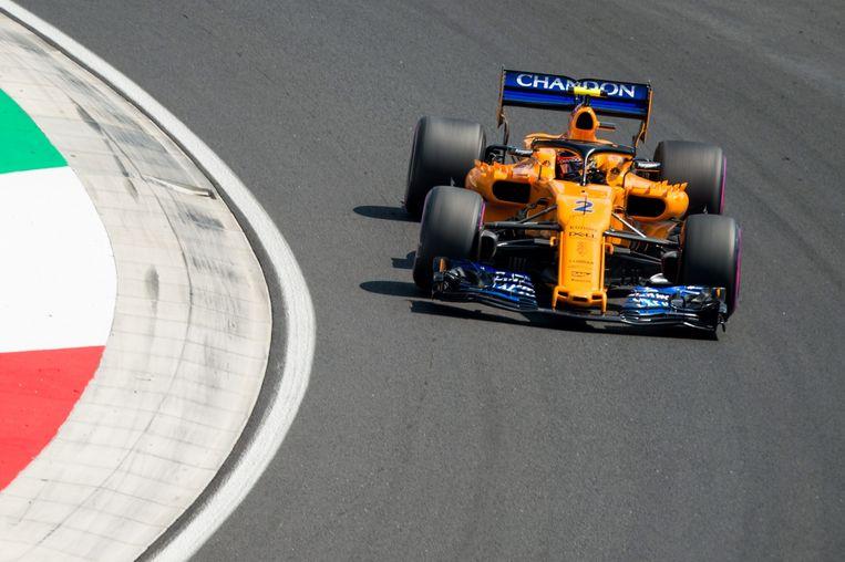 De Belg Stoffel Vandoorne rijdt sterk op de Hungaroring in Boedapest, maar valt uit in het slot. Beeld EPA