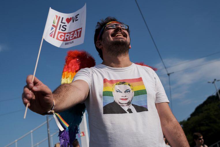 Een deelnemer aan de Pride parade in Boedapest, juli 2021 Beeld Getty Images