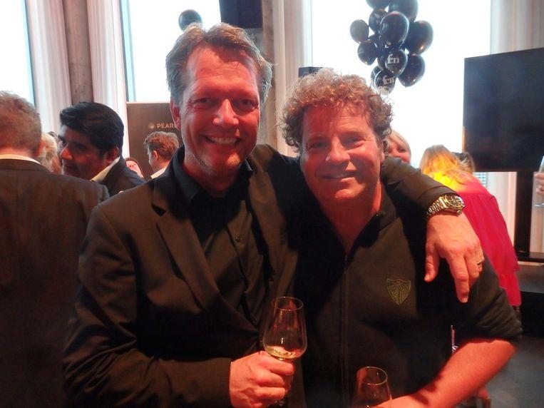 Story-hoofdredacteur Guido den Aantrekker: 'Hij is mijn chauffeur. En parttime acteur.' Dirk Zeelenberg: 'Én trouwambtenaar.' Beeld Schuim
