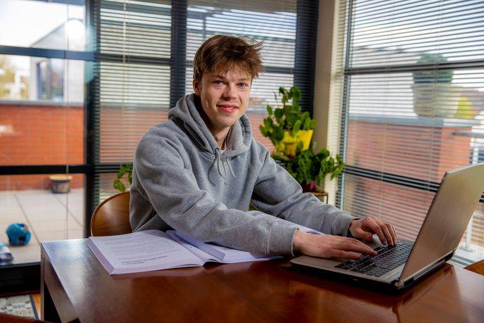 Ben Vermaercke (19), die na een halfjaar stopte met z'n bachelor kmo-management, zag dankzij de coaching in dat de studierichting marketing beter bij hem past.