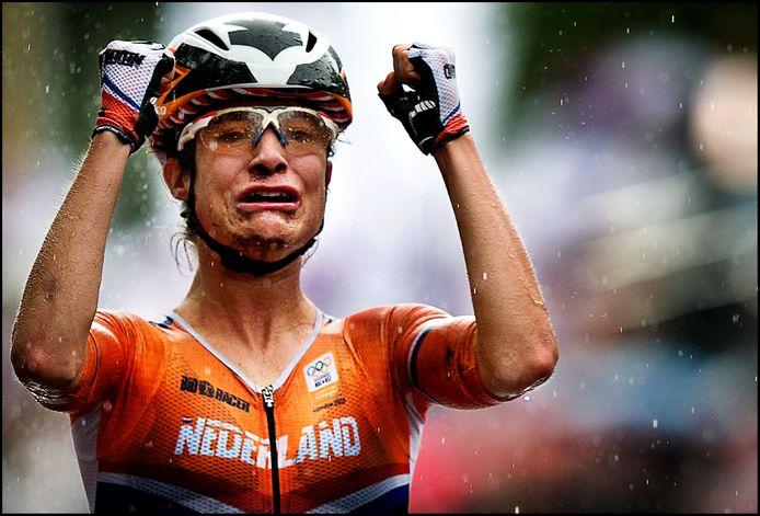 Winnaar Sport Enkel van de Zilveren Camera 2012: Pim Ras. Marianne Vos heeft er jaren naar uitgekeken en in Londen 140 kilometer lang weer en wind getrotseerd, maar met resultaat: ze wordt olympisch kampioen wegwielrennen. Foto: Pim Ras