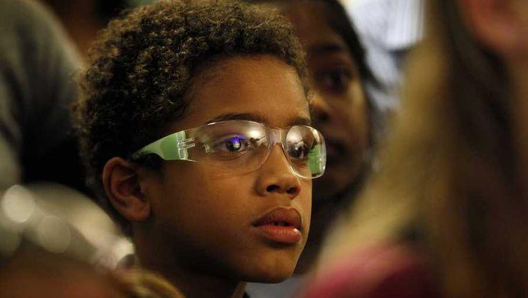 Een jongen draagt een vuurwerkbril, vorige week bij de opening van het KinderOOGcentrum in Rotterdam. Beeld anp