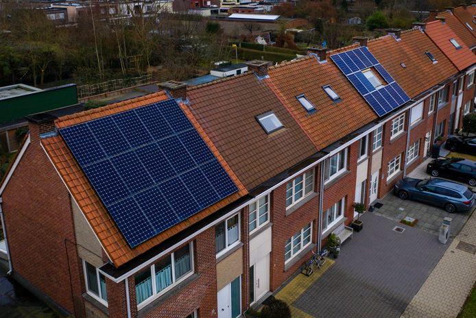 Wie zonnepanelen wil leggen, kan daar een goedkope lening voor afsluiten.