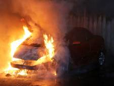 VIDEO: Auto in brand gestoken in Vught