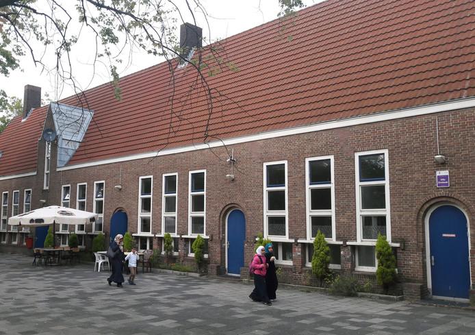 De Ayasofya-moskee zit sinds 2014 in het schoolgebouw aan de Jan Kobellstraat.