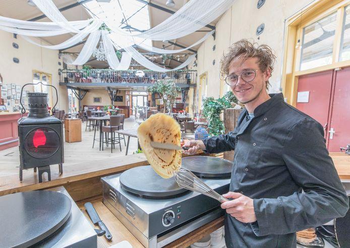 Jonathan Kint bakt binnenkort pannenkoeken in de Goederenloods, die dan tijdelijk de Pannenkoekenloods heet.