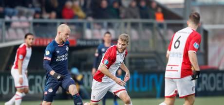 LIVE | De Jong kopt PSV op voorsprong in Emmen