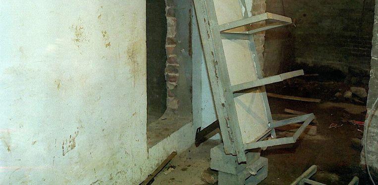 De geheime gruwelkelder onder het huis in Marcinelle. Beeld BELGA