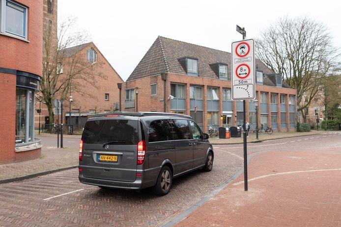 Ontheffinghouders mogen de autoluwe binnenstad in, maar krijgen door een systeemfout toch nog een waarschuwing voor een dreigende bekeuring.