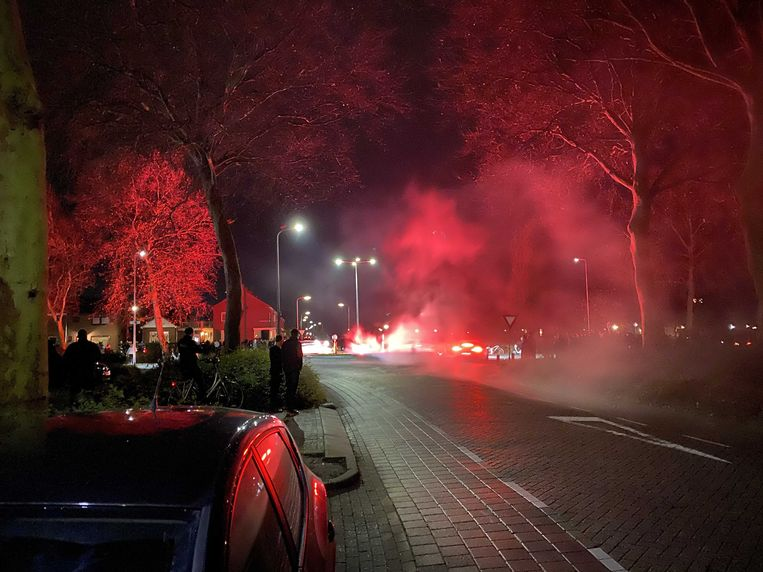 Jongeren steken vuurwerk af op Urk eerder dit jaar. Beeld ANP