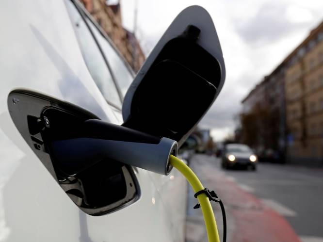 """Tegen 2030 rijden in België 2 miljoen elektrische wagens rond, en die hebben oplaadpunten nodig: """"We hebben er 150.000 nodig, nu zijn het er 8.482"""""""