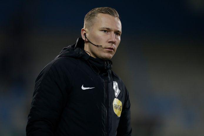 Vierde official Martijn Vos tijdens De Graafschap - Roda JC.