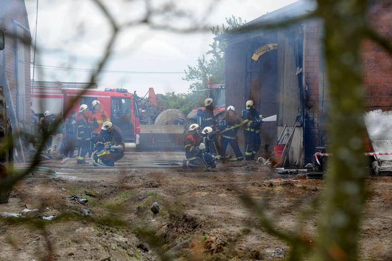 Archiefbeeld: Op 1 mei 2017 moest de brandweer ook al uitrukken naar de terreinen van de veehouder. Toen vatte een werkschuur vuur.