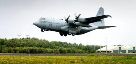 Herculessen oefenen boven Vliegbasis Eindhoven