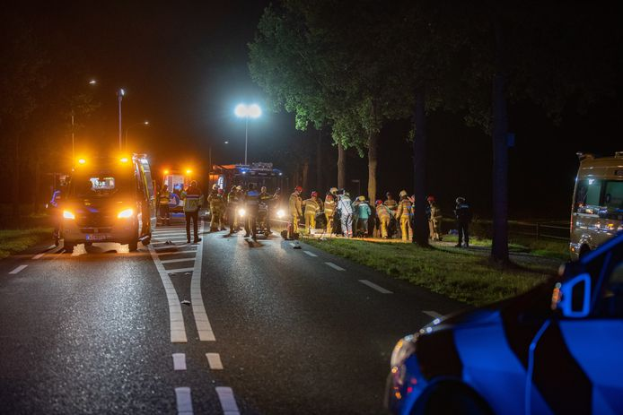 Hulpdiensten kwamen massaal ter plaatse op de N756 bij Raalte vanwege het ernstige ongeluk.