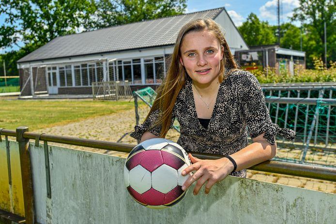Lotte Bogers is jong en woont in Schijf en voetbalt bij RKVV Schijf.