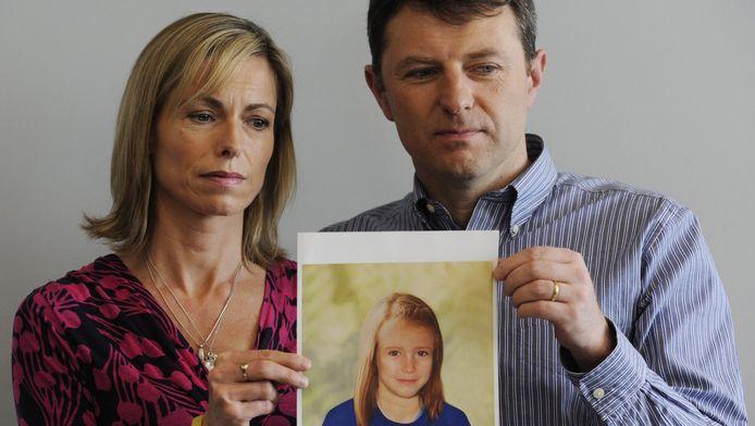 Kate en Gerry McCann laten een politiefoto zien van hoe hun ontvoerde dochter Maddie er nu mogelijk uit zou zien.