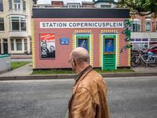 Do ist der Bahnhof: Van Kooten en De Bie krijgen eindelijk eerbetoon in hun stad
