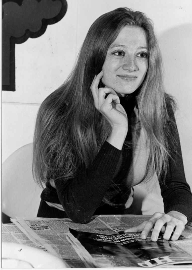 Martine Tanghe in 1978, piepjong en met lange blonde haren. Maar wel 'one of the boys' in de vele kantines die de BRT-gebouwen toen rijk was. Beeld BRT