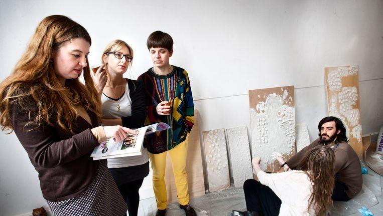Beeld uit 2011 in de Appel met toenmalige directeur Ann Demeester (links) bij de opleiding tot curator. Beeld Klaas Fopma