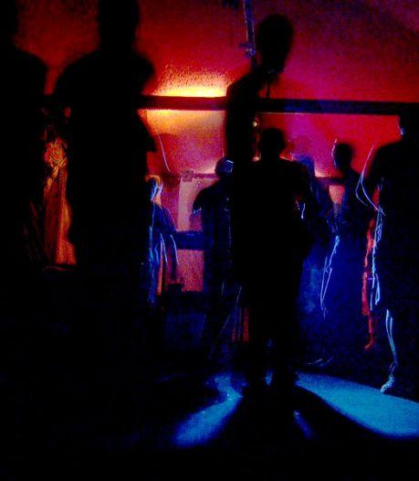 Nieuws gemist? Tientallen boetes op illegaal feestje. En: waarom we gek zijn op gruwelijke beelden