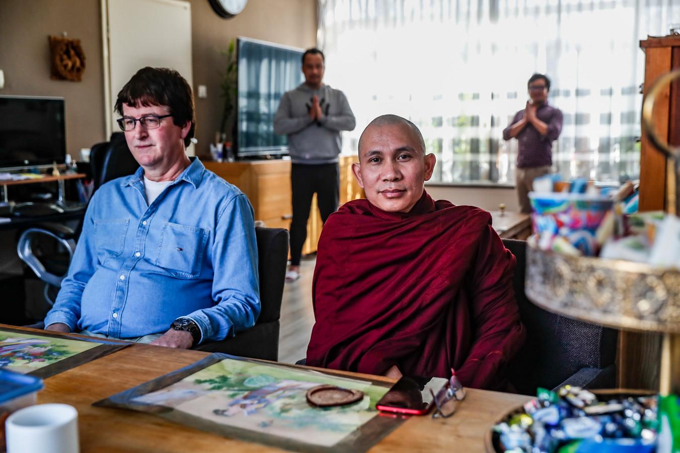 De boeddhistische monnik Ashin Candavara heeft onderdak gekregen bij het Wijhese echtpaar Chomar en Jim Oosterhof.