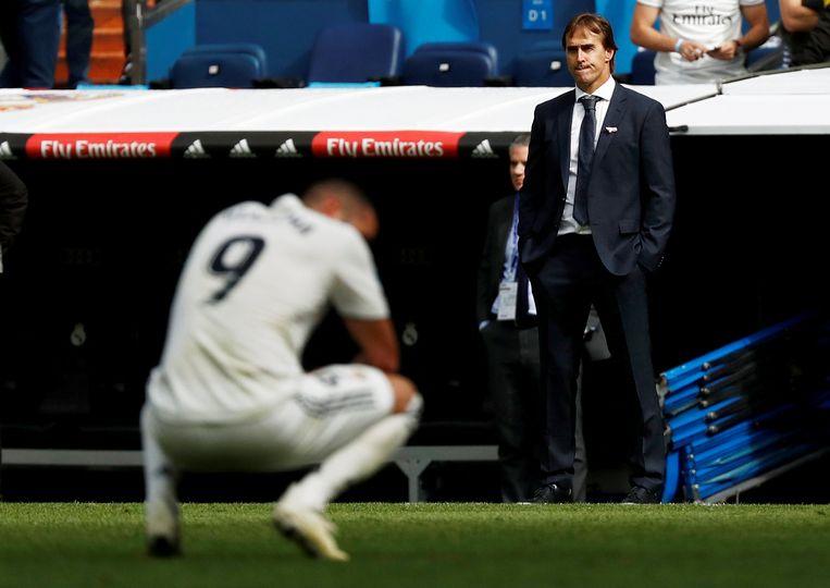 De Spanjaard Julen Lopetegui ziet lijdzaam hoe zijn team, met Karim Benzema, afgelopen weekend met 1-2 verloor van Levante. Beeld REUTERS